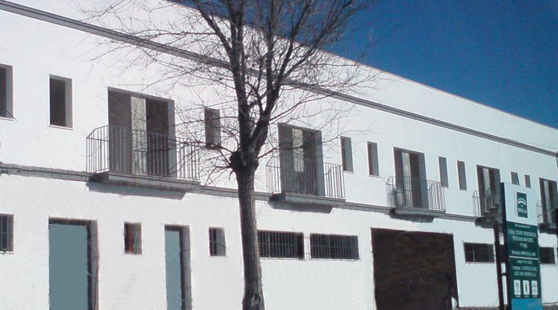 Fachada de la residencia de  mayores de Martín de la Jara (Sevilla)